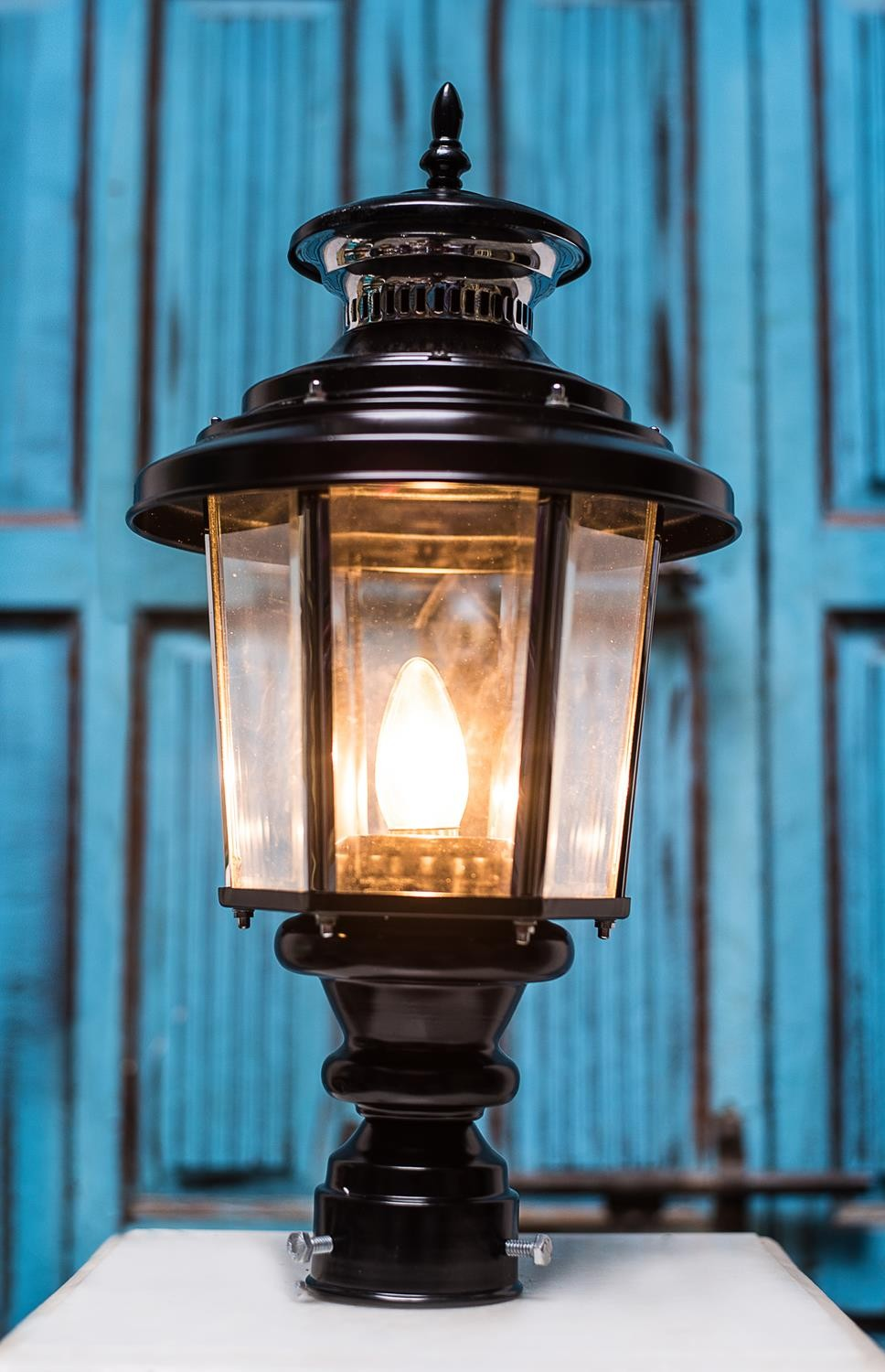 Lantern Style Outdoor Pole Large Gate Light