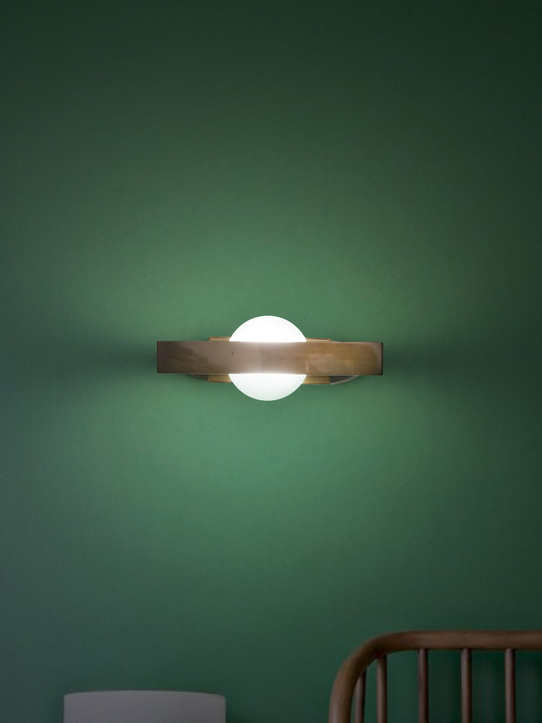 Modern LED Antique Brass Finish Wall Light with Brass Frame Wall Lamp in Contemporary Style for Home and Office Decor