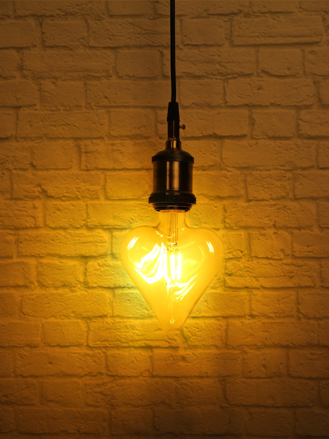 Edison Hanging with Heart Shaped LED E27 Bulb