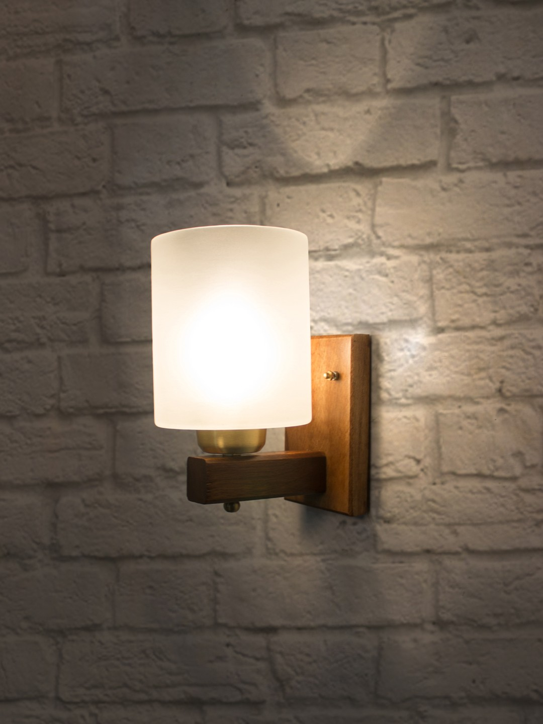 Polo Wooden Single Wall Lamp Sconce