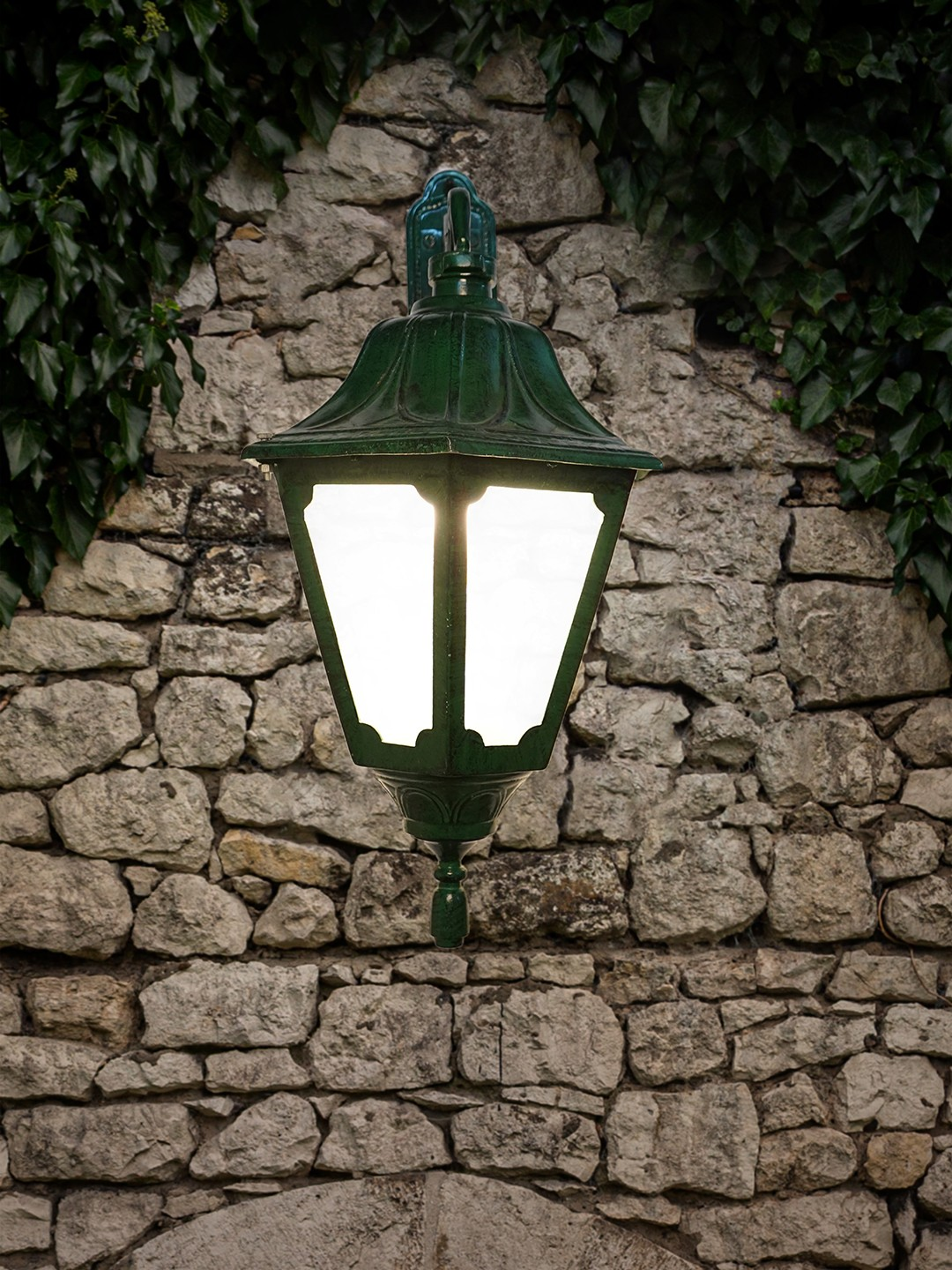 Grand Green Patina Finished Cast Alumnium Tranditional Outdoor Wall Light